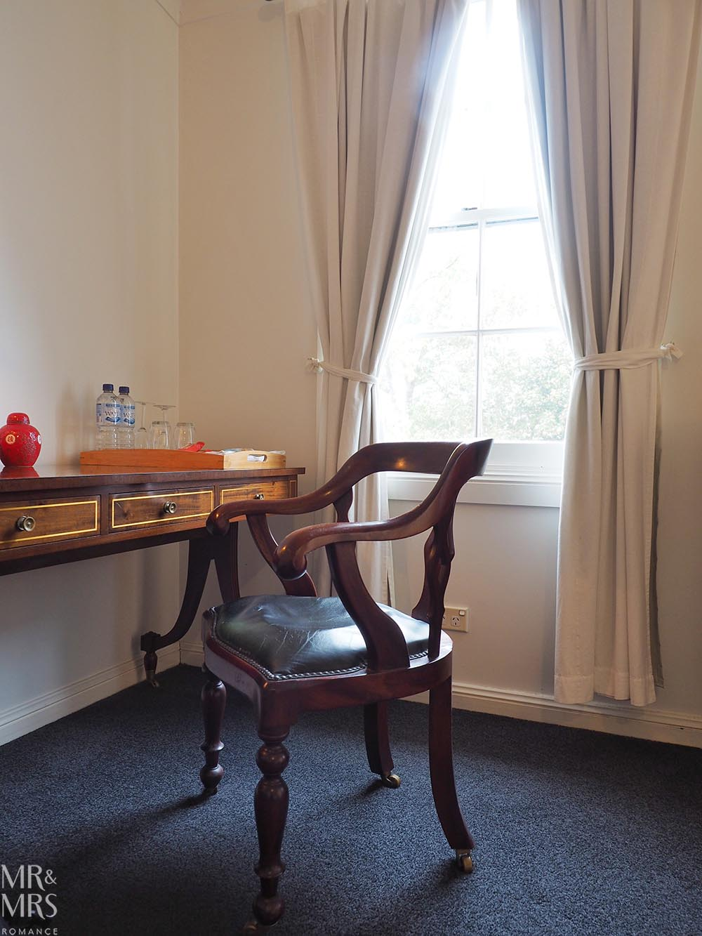 Where to stay in the Hunter Region, NSW - The Bronte Boutique Hotel, Morpeth - bedroom desk