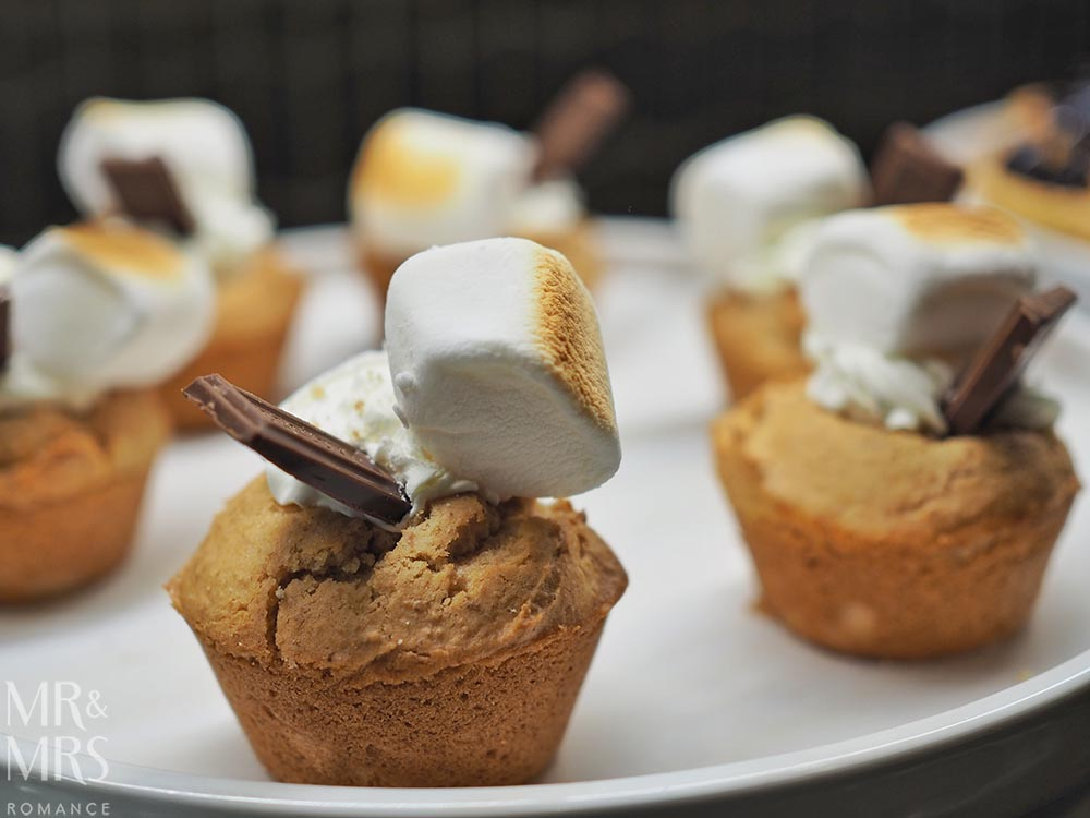 United Polaris Lounge review - s'mores muffins
