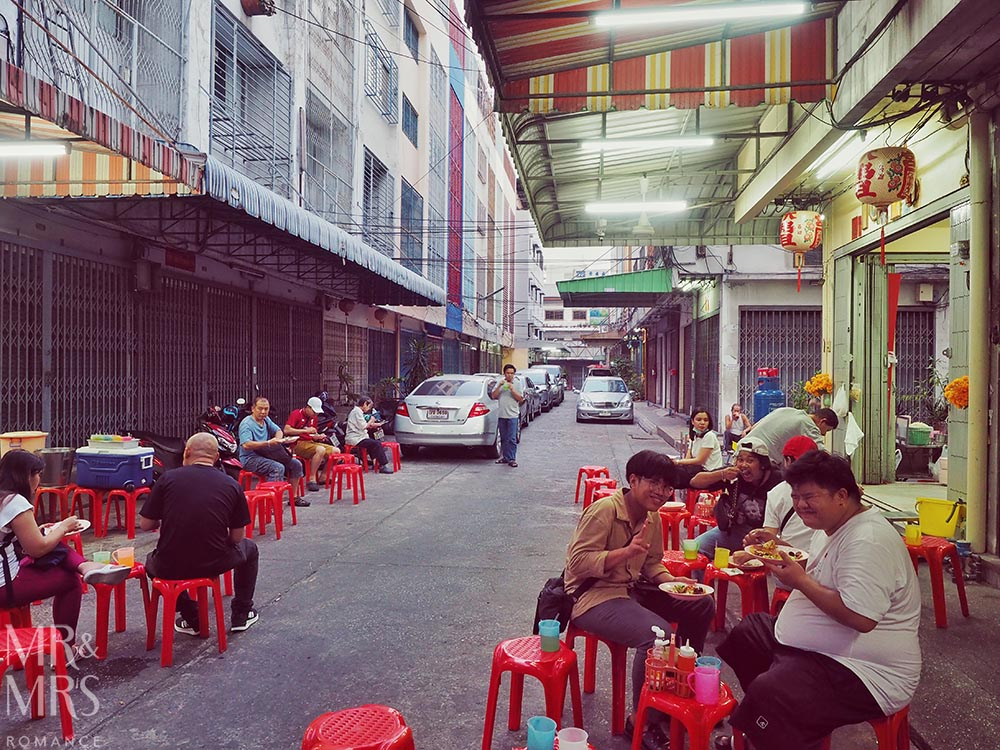 Yoawarat - Bangkok Chinatown - musical chairs curry