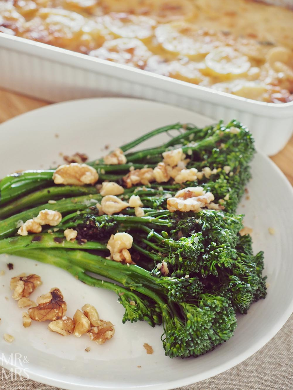 Broccolini with crushed walnuts