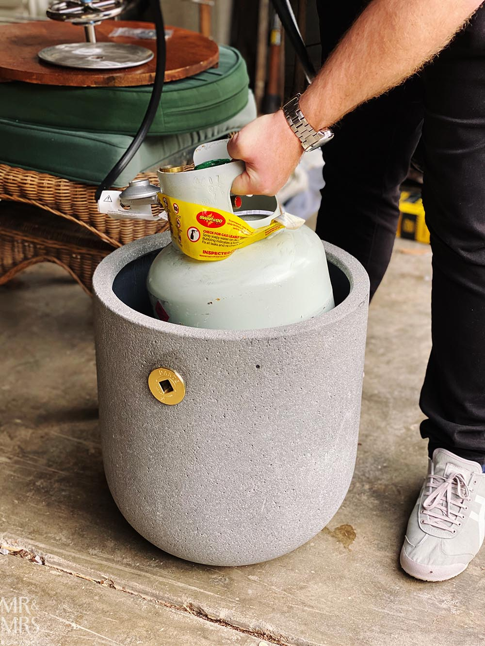 DIY balcony gas fire pit - fitting gas bottle cylinder