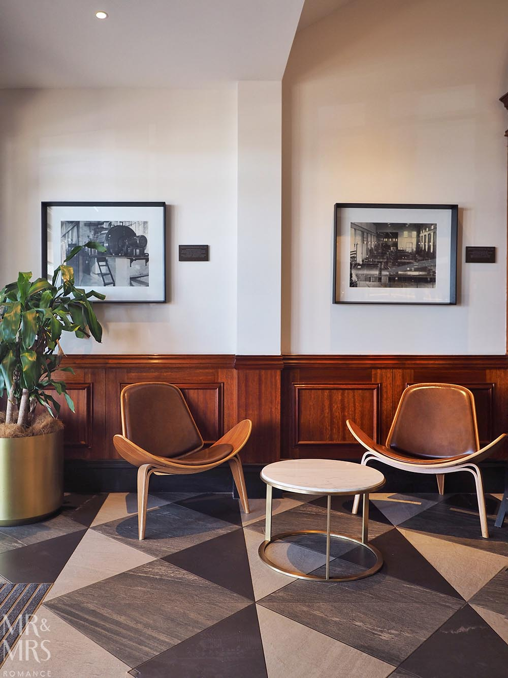 Where to stay in Tamworth NSW - Powerhouse Hotel Tamworth by Rydges - lobby chairs