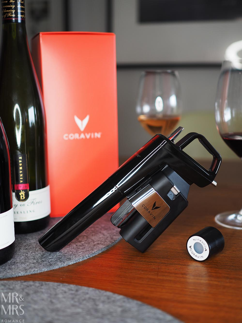 Coravin wine preservation system with screw cap