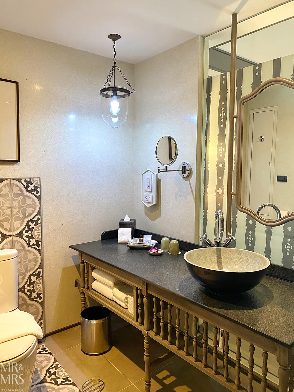 Where to stay in Bangkok Old Town - Riva Surya Hotel review - bathroom