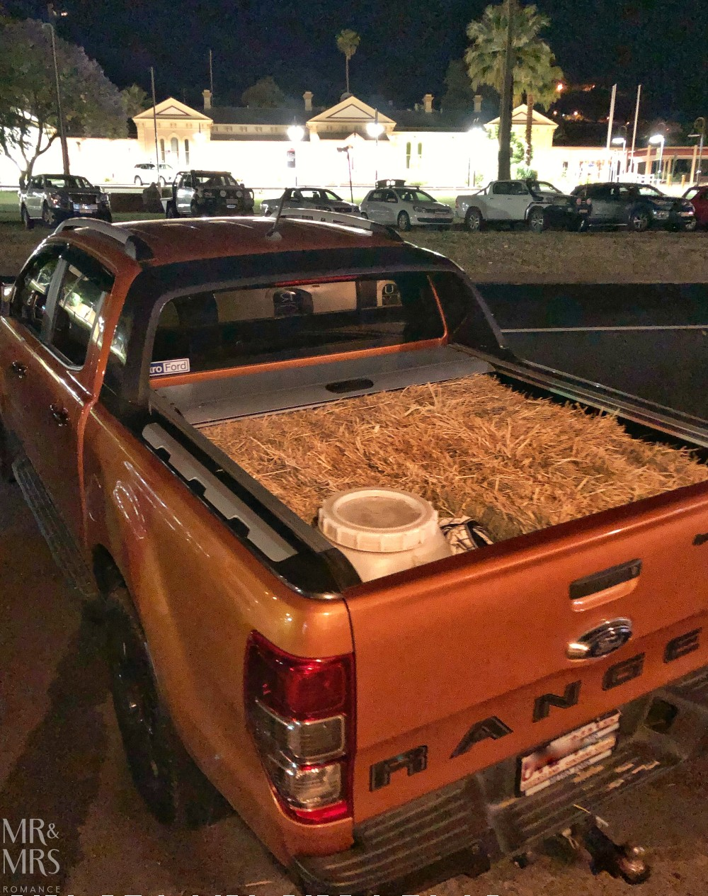 Essential Guide to Tamworth - ute full of hay
