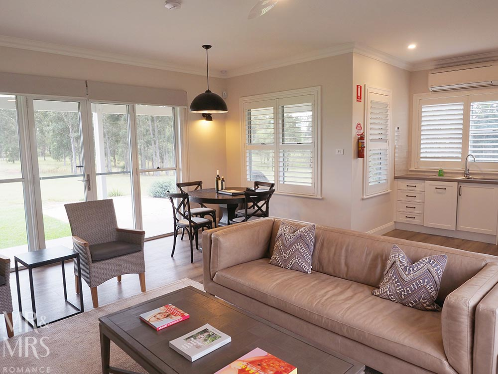Where to stay in the Hunter Valley - Aldora Cottage in Jindalee Estate, Pokolbin hotel review - lounge diner