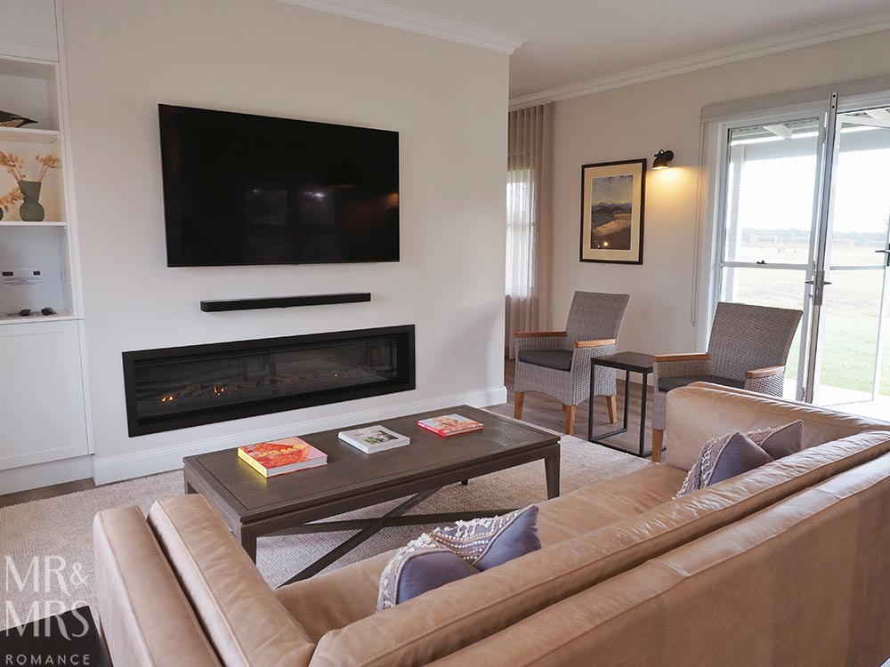 Where to stay in the Hunter Valley - Aldora Cottage in Jindalee Estate, Pokolbin hotel review - fireplace
