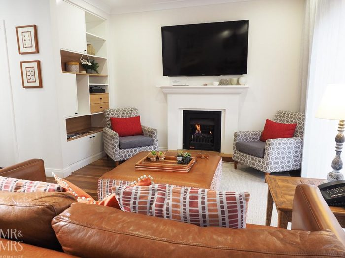 Where to stay in the Hunter Valley - Oaks Cypress Lakes Resort - lounge and fireplace