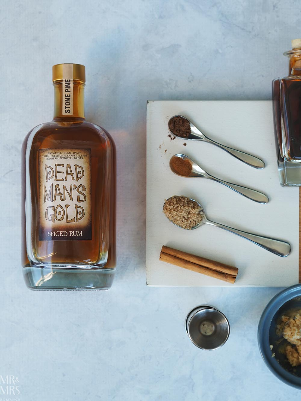 Warm cocktails for chilly evenings - buttered rum Dead Man's Gold